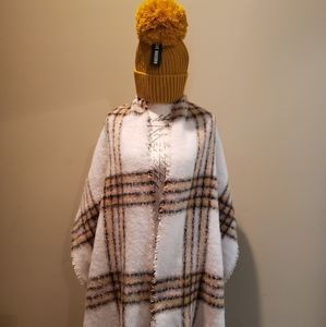 NWT Rare Steve Madden Blanket Wrap & Beanie Set